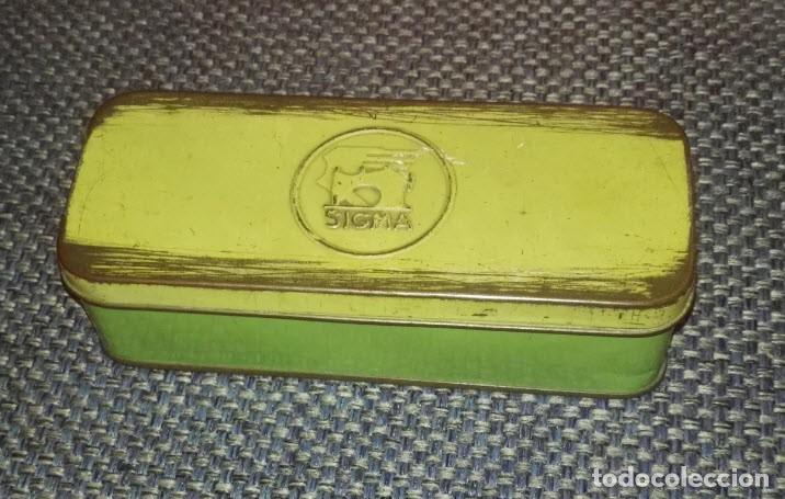 Antigüedades: Maquina de Coser Sigma Años 50 con Pie de Hierro y Caja Metal - Foto 8 - 186453092