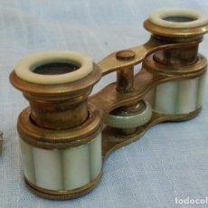Antigüedades: IMPERTINENTES. BINOCULARES DE TEATRO EN BRONCE Y NACARADOS. Lote 187088567