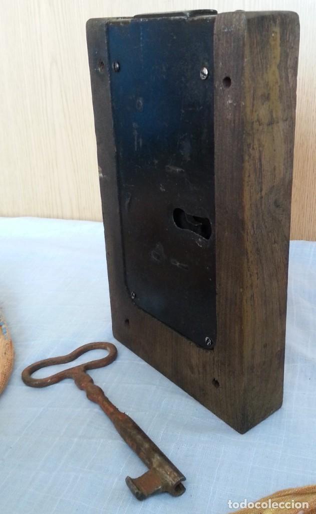 Antigüedades: Cerradura encastrada en madera. Años 60 - Foto 2 - 187089726