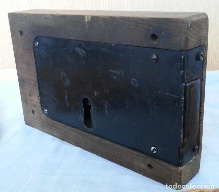 Antigüedades: Cerradura encastrada en madera. Años 60 - Foto 3 - 187089726