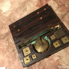 Antigüedades: BALANZAS CON MONEDAS PARA PESAR ORO. Lote 187112551