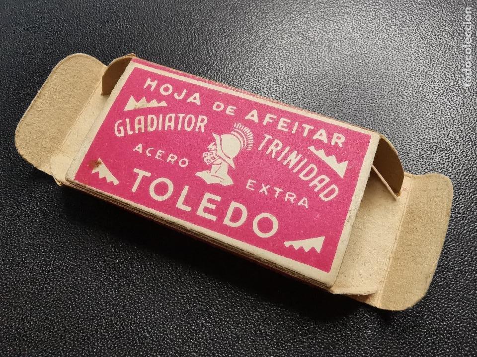 CAJA ESTUCHE VACIO HOJA DE AFEITAR GLADIATOR TRINIDAD ACERO EXTRA TOLEDO CON TIMBRE ADUANA.. (Antigüedades - Técnicas - Barbería - Hojas de Afeitar Antiguas)