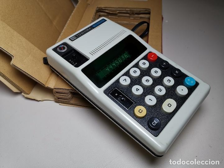 CALCULADORA TOSHIBA BC0804B - 1973 CON SU CAJA LIBRO--FUNCIONANDO !!! (Antigüedades - Técnicas - Aparatos de Cálculo - Calculadoras Antiguas)