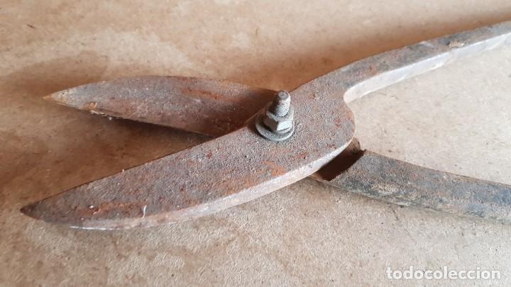 Antigüedades: ANTIGUAS TIJERAS PARA CORTAR CHAPA / 34 CM DE LARGO / OCASIÓN. - Foto 2 - 187305418