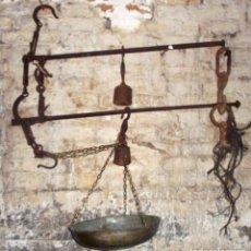 Antigüedades: LOTE DE DOS ROMANAS DE 90 Y 80 CM. DOS ESCALAS Y UNA CON PLATO. Lote 187318348