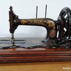 Antigüedades: MÁQUINA DE COSER SINGER, BASE VIOLIN, 1887. Lote 187386243