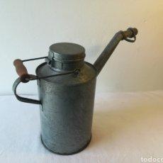 Antigüedades: ACEITERA INDUSTRIAL ANTIGUA. Lote 187398441