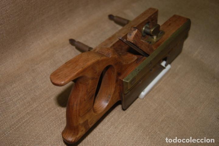 Antigüedades: Cepillo acanalador de carpintero. Juan Budoy. - Foto 6 - 187459856