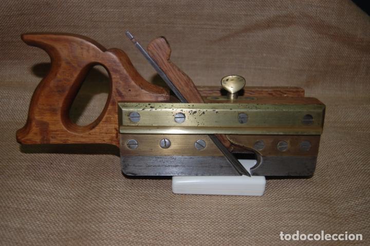 CEPILLO ACANALADOR DE CARPINTERO. JUAN BUDOY. (Antigüedades - Técnicas - Herramientas Profesionales - Carpintería )
