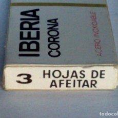 Antigüedades: ANTIGUO ESTUCHE IBERIA CORONA COMPLETO DE 3 HOJAS DE AFEITAR,SIN USAR.. Lote 187493390