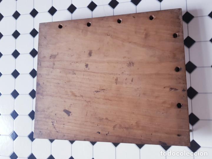 Antigüedades: soporte-para centrar fotografías/documentos-para fotografiar-madera+bronce-ver fotos - Foto 14 - 186262650