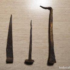 Antigüedades: ANTIGUOS CLAVOS DE FORJA. Lote 187627160