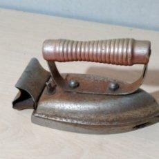 Antigüedades: PLANCHA ELÉCTRICA MARCA LECEA AÑOS 50/60. Lote 187655718