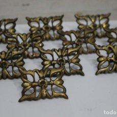 Antigüedades: 20 CLAVOS/TACHUELA ORNAMENTAL DE BRONCE DE FINALES XIX. 5.5 X 4 CM. COMO NUEVAS, NUNCA USADAS. Lote 188549218