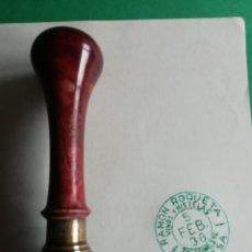 Antigüedades: TAMPON ANTIGUO RAMON ROQUETA VINOS Y MISTELAS AÑO 1938. Lote 188568507