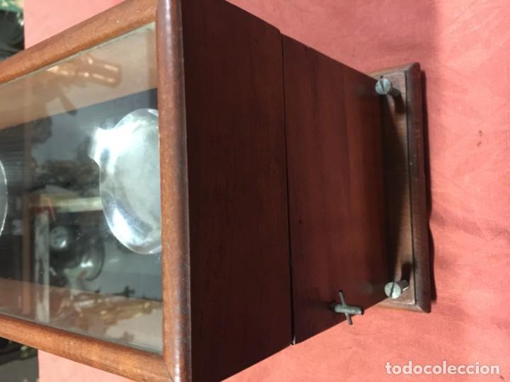 Antigüedades: RARA Y ANTIGUA BASCULA DE PRECISION DE FARMACIA CAOBA PRINCIPIO SIGLO XX - Foto 7 - 188680351