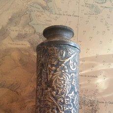 Antigüedades: ANTIGUO CATALEJO TELESCOPIO. BRONCE LABRADO. Lote 188722470