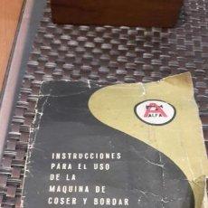 Antigüedades: INSTRUCCIONES PARA EL USO DE LA MÁQUINA DE COSER Y BORDAR ALFA MODELO 40 BOBINA CENTRAL. Lote 188763671