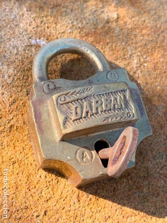 Antigüedades: Antiguo candado. Llave original. Funciona. DARBAN. Modelo dificil - Foto 2 - 188799445