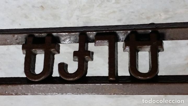 Antigüedades: Antiguo pie de maquina de coser Alfa de los años 50 - Foto 7 - 207750521