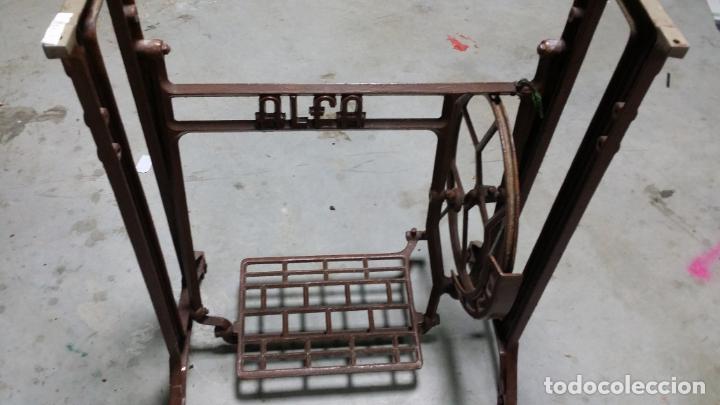 ANTIGUO PIE DE MAQUINA DE COSER ALFA DE LOS AÑOS 50 (Antigüedades - Técnicas - Máquinas de Coser Antiguas - Alfa)