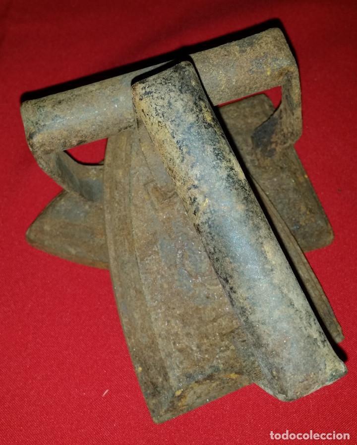 2 PLANCHAS DE HIERRO Nº 5 (Antigüedades - Técnicas - Planchas Antiguas - Hierro)