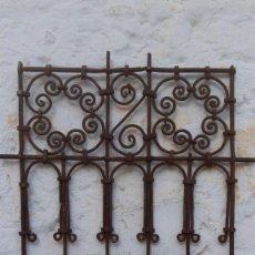 Antiquités: REJA ANTIGUA DE FILIGRANA EN FORJA DE 80 CMS. DE ALTURA X 60 CMS. DE ANCHO MUY CHULA. Lote 189347695
