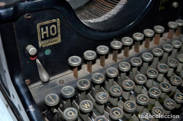 Antigüedades: Antigua máquina escribir Hispano-Olivetti. Carro grande. Funcionando. Recogida local - Foto 2 - 189460171
