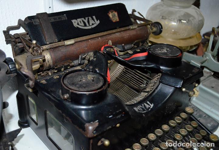 Antigüedades: Antigua máquina escribir ROYAL. Funcionando. Recogida local - Foto 2 - 189460466