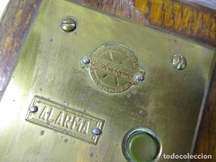 Antigüedades: Cuadro de mando botones ascensor, baquelita, latón y madera, B. Rodriguez - Foto 3 - 189590586
