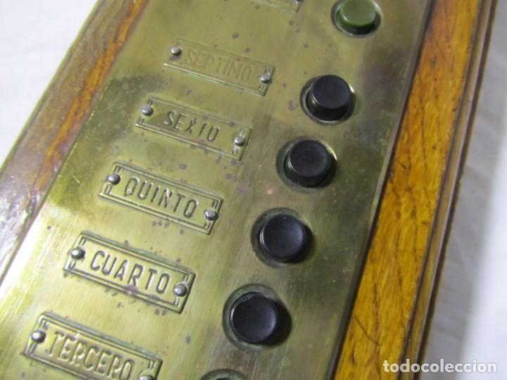 Antigüedades: Cuadro de mando botones ascensor, baquelita, latón y madera, B. Rodriguez - Foto 4 - 189590586