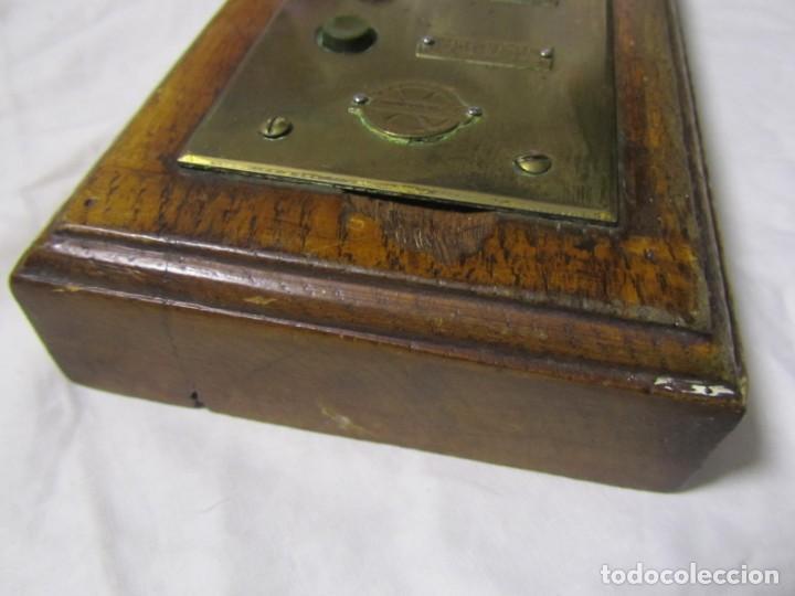 Antigüedades: Cuadro de mando botones ascensor, baquelita, latón y madera, B. Rodriguez - Foto 12 - 189590586