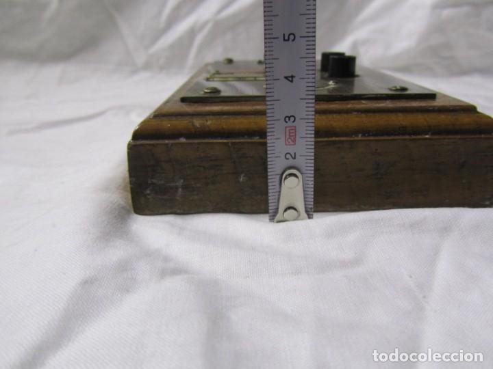 Antigüedades: Cuadro de mando botones ascensor, baquelita, latón y madera, B. Rodriguez - Foto 5 - 189590627