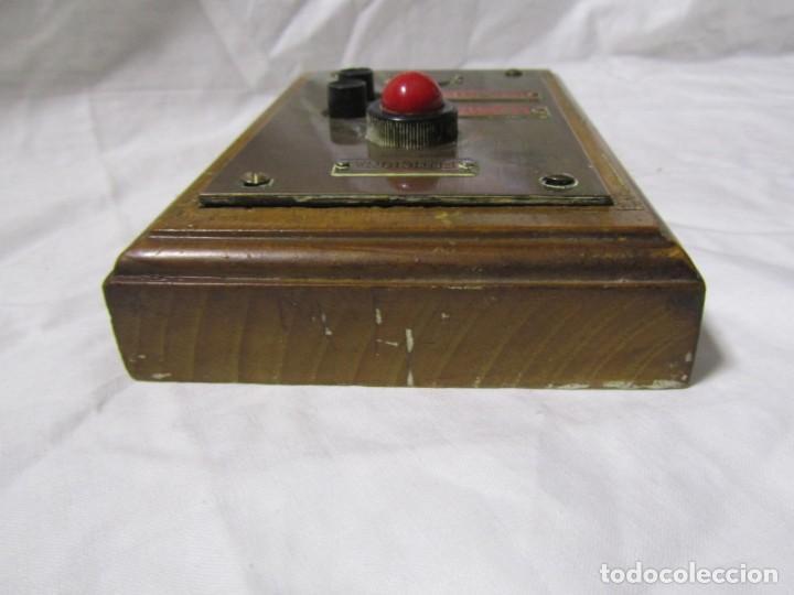 Antigüedades: Cuadro de mando botones ascensor, baquelita, latón y madera, B. Rodriguez - Foto 7 - 189590627