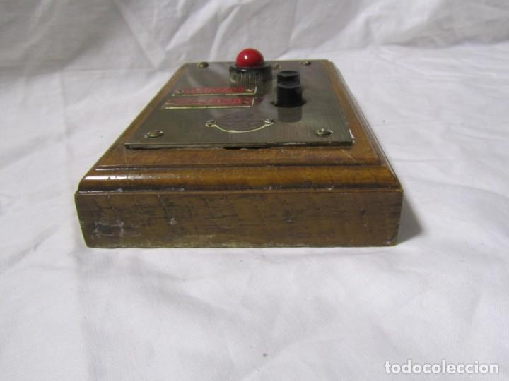 Antigüedades: Cuadro de mando botones ascensor, baquelita, latón y madera, B. Rodriguez - Foto 9 - 189590627