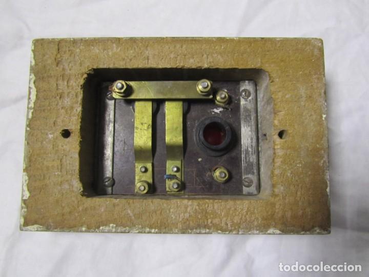 Antigüedades: Cuadro de mando botones ascensor, baquelita, latón y madera, B. Rodriguez - Foto 10 - 189590627
