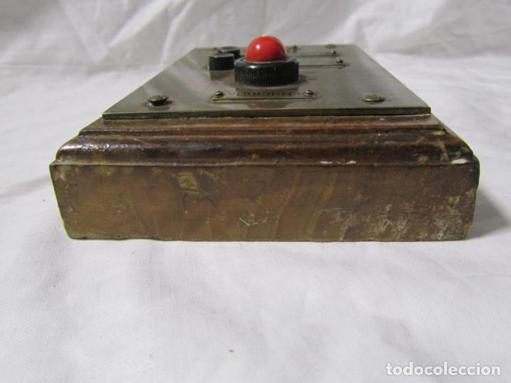 Antigüedades: Cuadro de mando botones ascensor, baquelita, latón y madera, B. Rodriguez - Foto 8 - 189590698