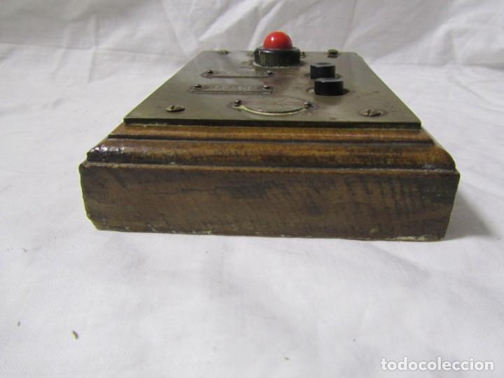 Antigüedades: Cuadro de mando botones ascensor, baquelita, latón y madera, B. Rodriguez - Foto 10 - 189590698