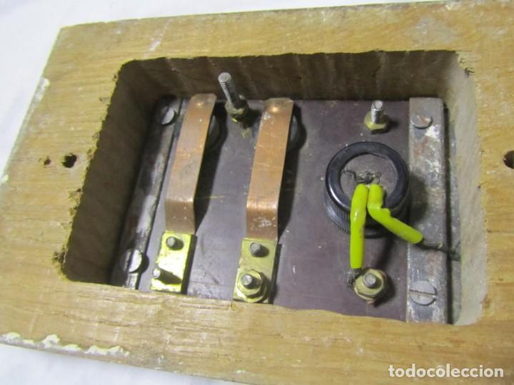 Antigüedades: Cuadro de mando botones ascensor, baquelita, latón y madera, B. Rodriguez - Foto 12 - 189590698
