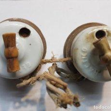 Antigüedades: INTERRUPTORES DE PORCELANA CON BASE MADERA LOTE 2 COMPLETO . Lote 189671837