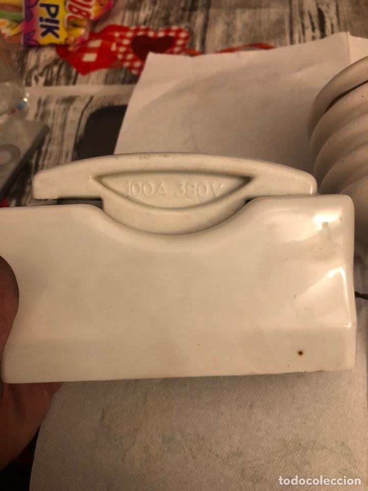 Antigüedades: Lote de 2 fusibles y un interruptor antiguos, porcelana - Foto 3 - 189786078