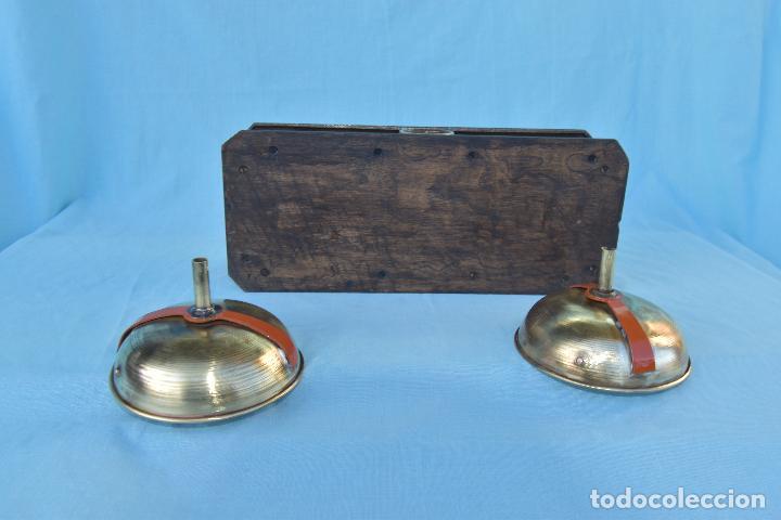 Antigüedades: BALANZA DE BOTICA QUE MIDE 33 CM DE LARGO POR 14 DE ANCHO Y 9 DE ALTO SIN PLATOS - Foto 10 - 189919775