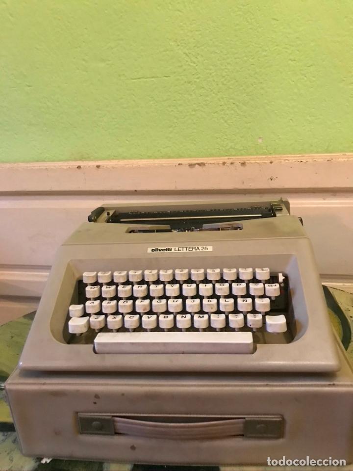 Antigüedades: Maquina de escribir OLIVETTI LETTERA 25 con maletín - Foto 2 - 189936933