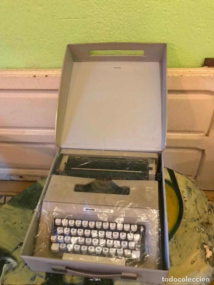Antigüedades: Maquina de escribir OLIVETTI LETTERA 25 con maletín - Foto 3 - 189936933