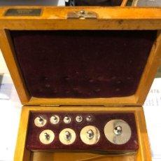 Antigüedades: JUEGO DE PESAS, VIENA, CAJA ORIGINAL. Lote 189954042