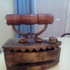 Antigüedades: PLANCHA DE CARBON DE BRONCE. Lote 189966062