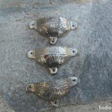 Antiquités: ANTIGUOS TIRADORES DE HIERRO CON FORMA DE CONCHA . Lote 190083556