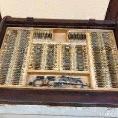Antigüedades: GRAN CAJON DE PERSIANA, OPTOMETRIA. OPTICA ULLOA, MADRID. Lote 190128430