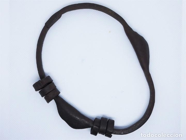 Antigüedades: Antiguo llavero de hierro - Foto 2 - 190322196