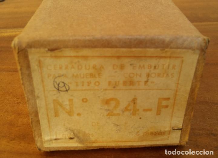 Antigüedades: CAJA CON 6 ANTIGUAS CERRADURAS CADA UNA CON SU LLAVE NUMERADAS, SIN USO. MARCA URKO. - Foto 4 - 190440265